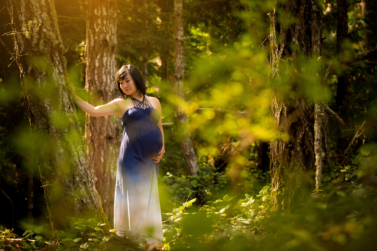 Forest Maternity Photo by Nicole Israel Photography